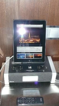 Brown's Downtown Hotel: Great Ipad and dock for music