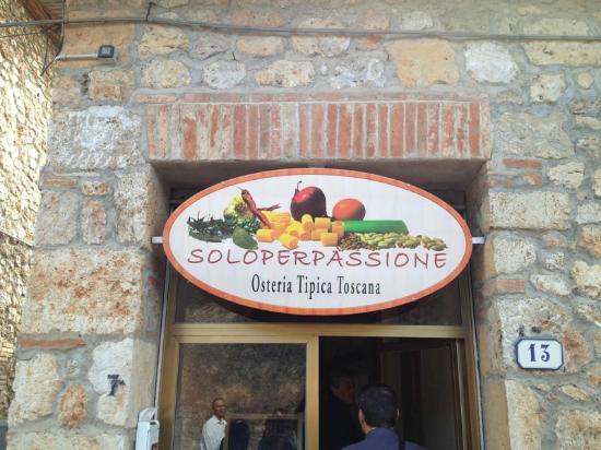 Soloperpassione osteria tipica toscana: l'insegna all'ingresso
