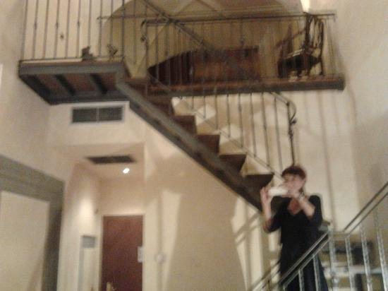 Hotel Alba Palace: stanza 001 - secondo piano visto dal basso