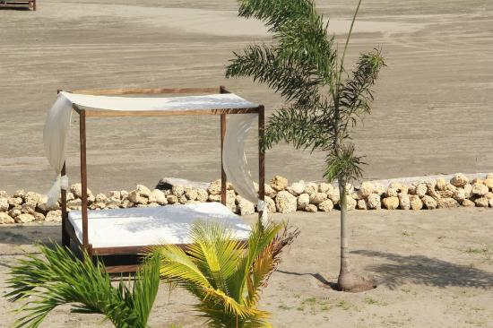 Karmairi Hotel Spa : Camas en la Playa