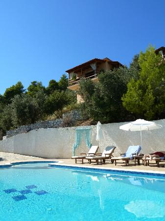 Skiathos Garden Cottages: Pool area and Pop Cottage