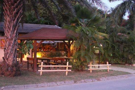 Cul de Sac, St. Maarten: Terrasses du restaurant le Taïtu, mont vernon