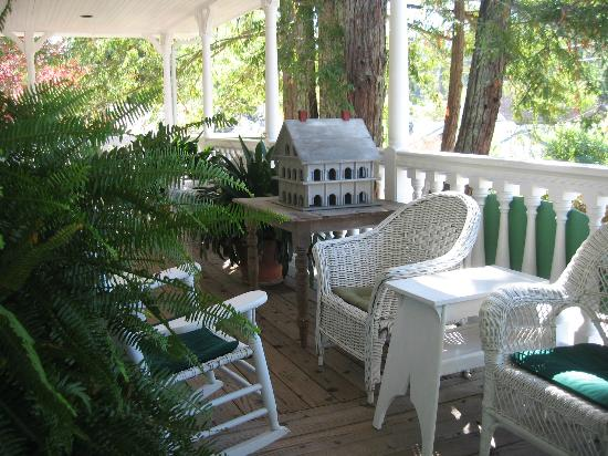 Inn at Occidental: wrap-around porch
