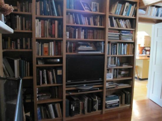 Chatham Guest Rooms: library