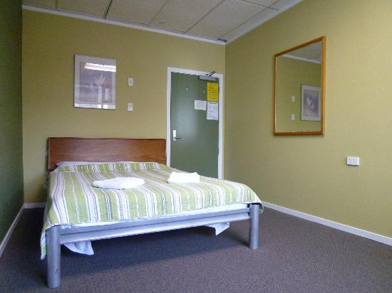 Silver Fern Backpackers: Room # 19 - Double room with shared bath
