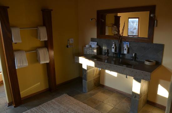 Badezimmer Onjala Lodge