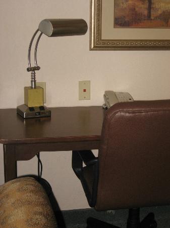ستاي بريدج سويتس براندي واين: Desk 