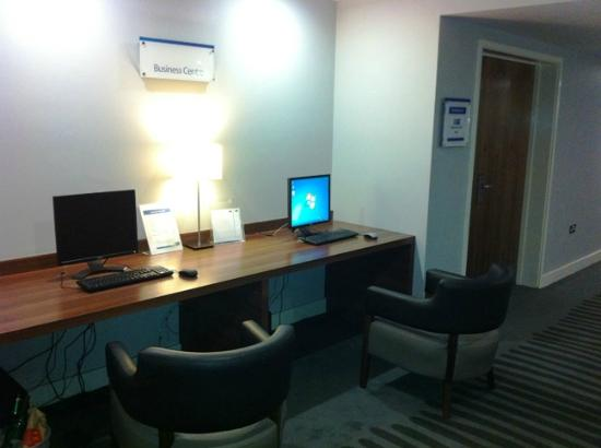 Holiday Inn Express London - Heathrow T5: H4