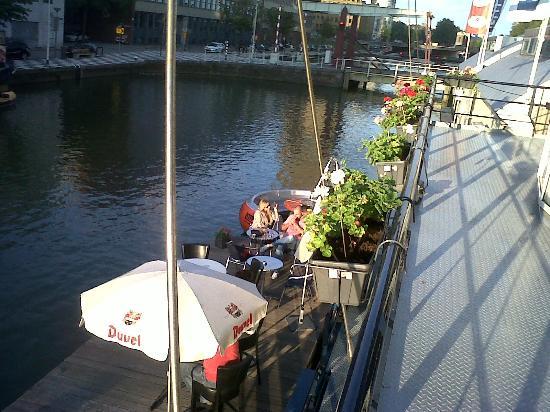 H2OTEL Rotterdam : unas cervezas en el hotel sobre el canal!!!