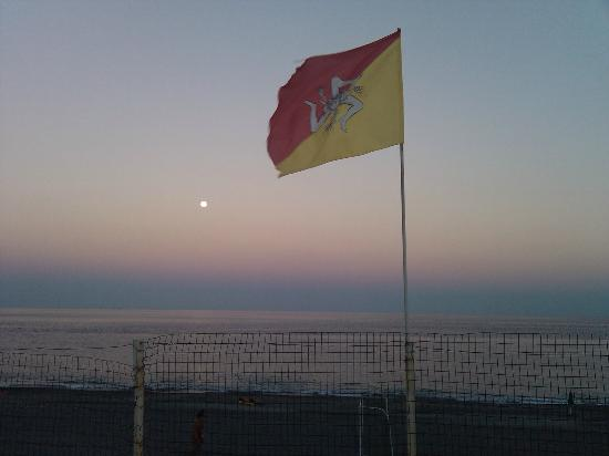 Camping La Focetta Sicula: la plage en face du camping