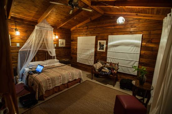أولد جوز كايا كنتري هاوس: View into bed 