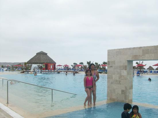 Royal Decameron Punta Sal: Disfrutando la piscina