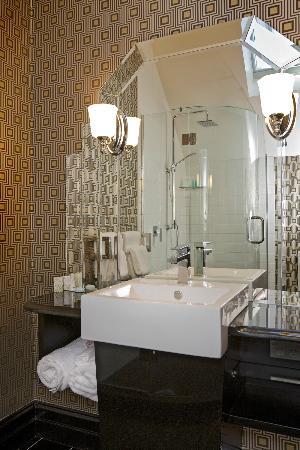 Camp Estate at Larnach Castle: Camp Estate Bathroom