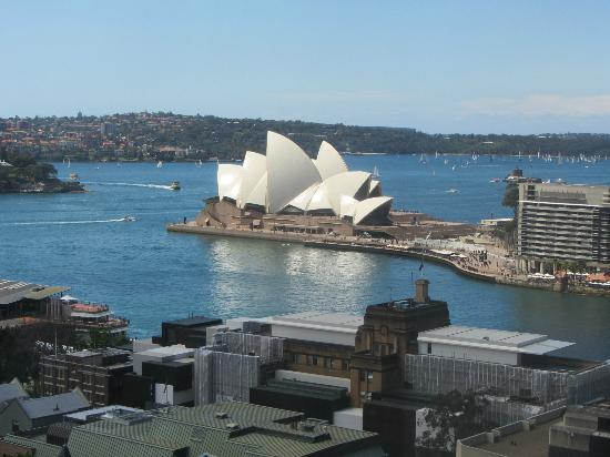 Shangri-La Hotel Sydney: I took this from our bedroom window.