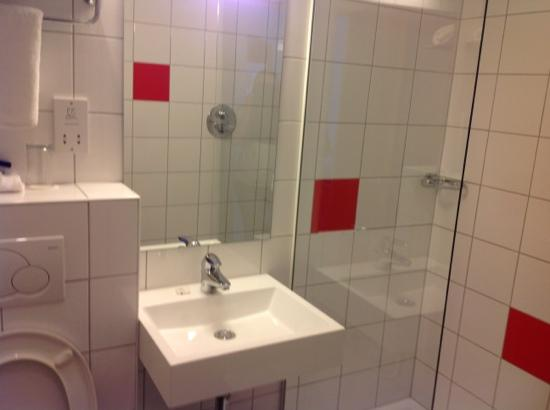 Park Inn by Radisson Thurrock: bathroom