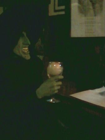 Perennial Vineyards: Surprising (& funny) Halloween decoration at the bar...