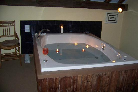 Glasbern Inn - Fogelsville / Allentown: Jacuzzi in the upper loft