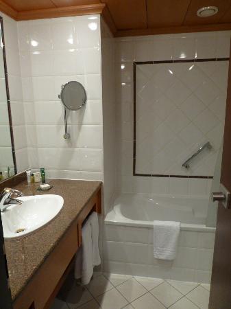 Hilton Strasbourg: bathroom