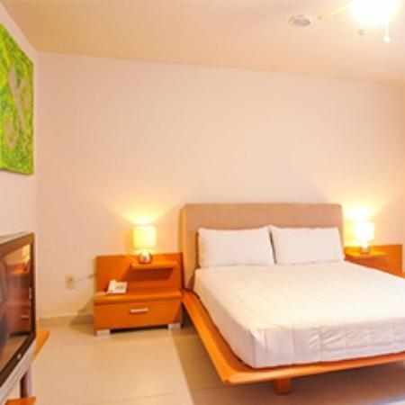 Suites Villa Italia: Habitación