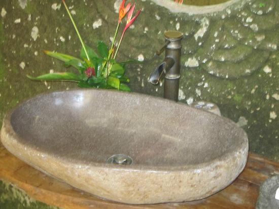 วิลลาอาวังอาวัง: Basin