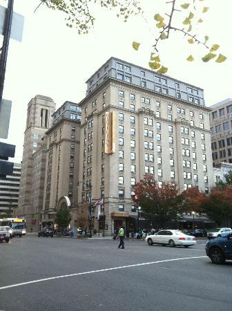 Hamilton Crowne Plaza Hotel: outside view