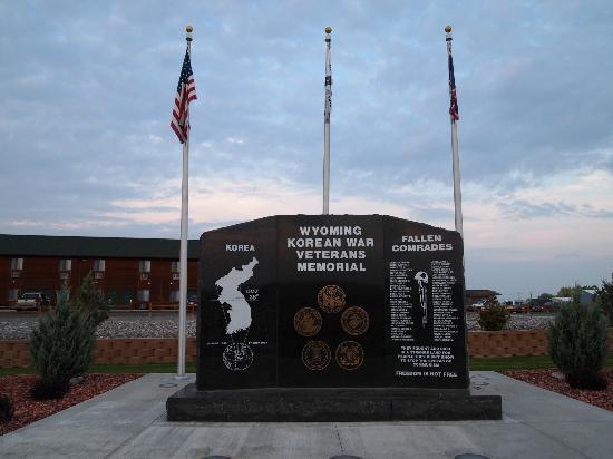 Beartooth Inn of Cody : Veteran's Memorial in front of Beartooth Inn