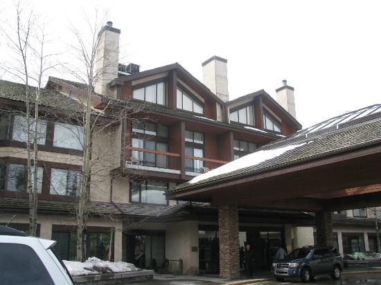 Delta Lodge at Kananaskis: Front of Main Lodge building