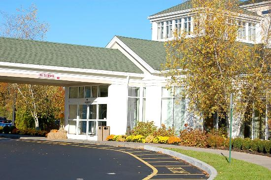 Hilton Garden Inn Danbury: Front Entrance