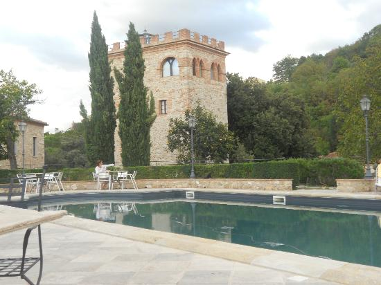 Castello delle Serre: Castle tower and pool