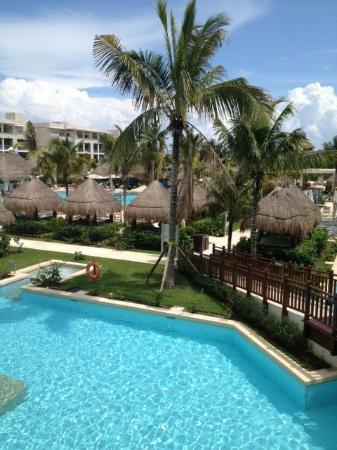 Paradisus Playa del Carmen La Perla: La Perla pool area