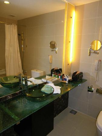 Hotel Royal at Queens: Bathroom 