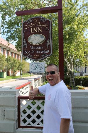 The Cedar House Inn: Thumbs up!!