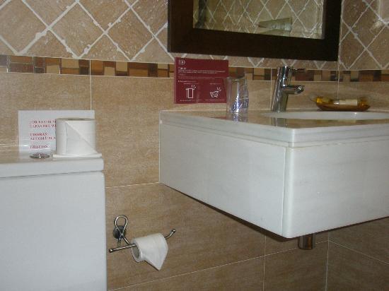 Hotel O Desvio: Banheiro