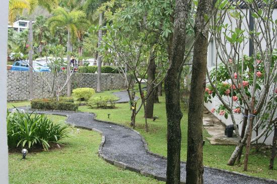Wyndham Sea Pearl Resort Phuket: Jardines