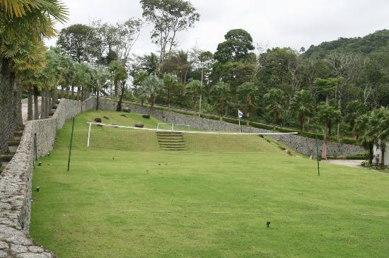Wyndham Sea Pearl Resort Phuket: Pistas Volley y Futbol