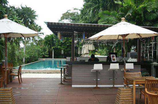Wyndham Sea Pearl Resort Phuket: Piscina y bar