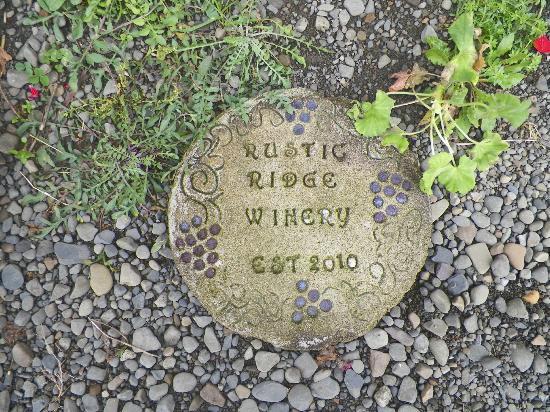 Rustic Ridge Winery: quaint.