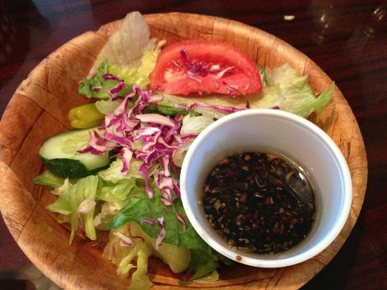 Antoneta's Italian Restaurant: Fresh Crisp Salad with Vinegarette dressing
