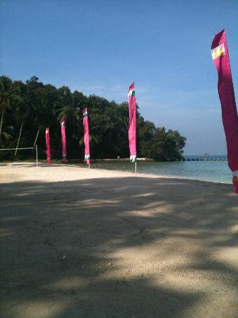 Pearl Farm Beach Resort: Mandaya Beach