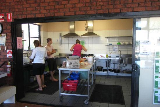 Haven Backpacker Resort: kitchen