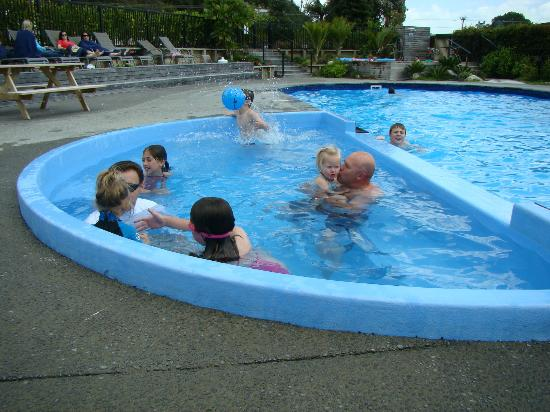 Cooks Beach Resort: Swimming in October (Labour weekend 2012)