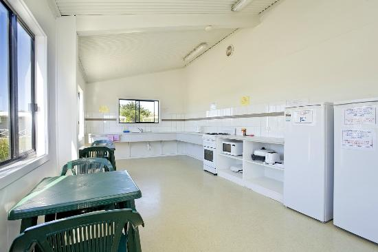 Great Ocean Road Tourist Park : Inside the camp kitchen