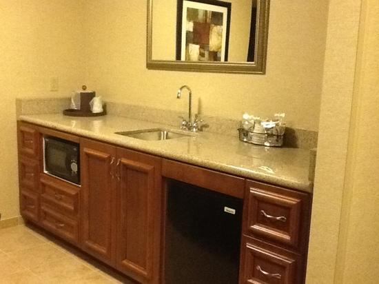 Hampton Inn by Hilton Presque Isle: Suite Kitchen Area