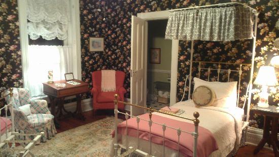 "The Grove -- The Inn on Harlee: ""Miss Kate's Room"