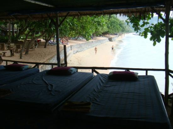Krabi Resort: view from the beach massage centre onto private beach area