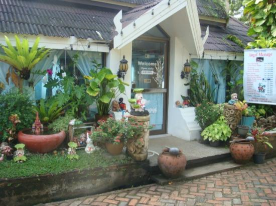 Krabi Resort : quirky but uninviting outdated massage parlour
