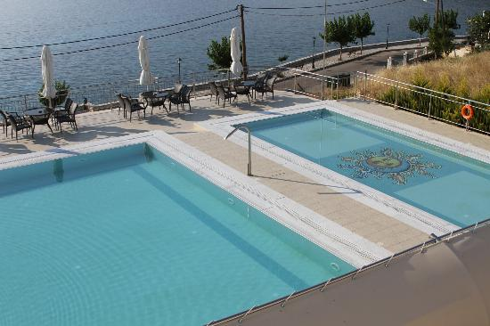 Odyssey Hotel Kefalonia: pool view from room which also looks out to ocean