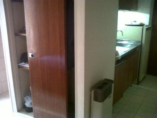 Providencia Apart Hotel: closet y parte de cocina
