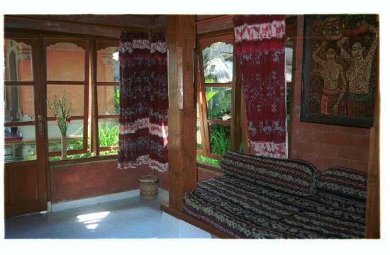Villa Gading: Downstairs in the villa