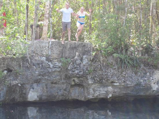 Riviera Adventours: Cliff jumping 